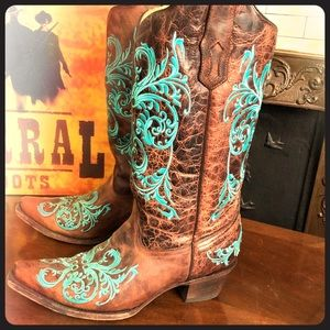 🥂Corral turquoise dahlia embroidered boots sz 10